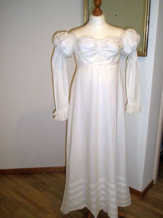 Superb linen and cotton summer gown. French 1810-20
