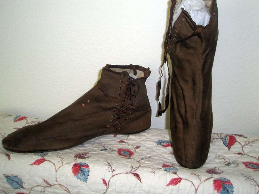 A good pair of brown silk ladies' boots. French ca.1830
